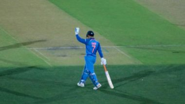 MS Dhoni Waves Out to Fans Cheering For Him After His Half-Century During India vs Australia, 2nd ODI 2019 (Watch Video)